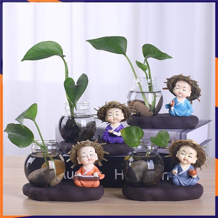 Bộ tượng 4 chú tiểu (cầm, kì,thi,họa) kèm bình thủy tinh trồng cây